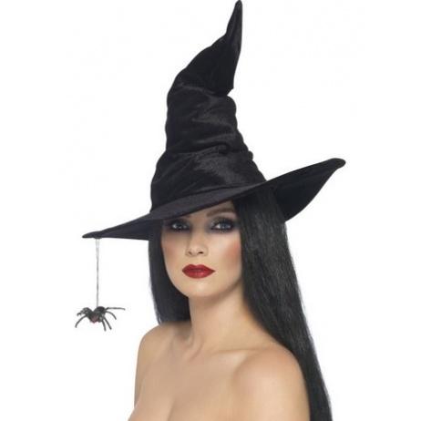 häxa med spindel som hänger från hattbrättet