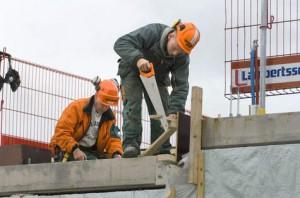 Varför jobbar byggnadsarbetare på sin lediga tid? Bildkälla http://www.ostran.se/OPINION/Byggavtalet-ihopsnickrat