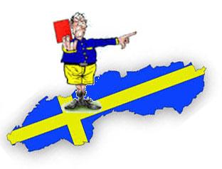 Domare med rött kort ståendes på gul och blå Sverigekarta.