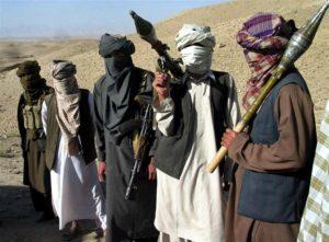 Talibaner beväpnade med raketgevär