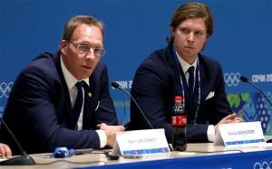 Läkare och spelare vid presskonferens