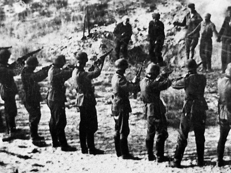 Tyska soldater arkebuserar civila
