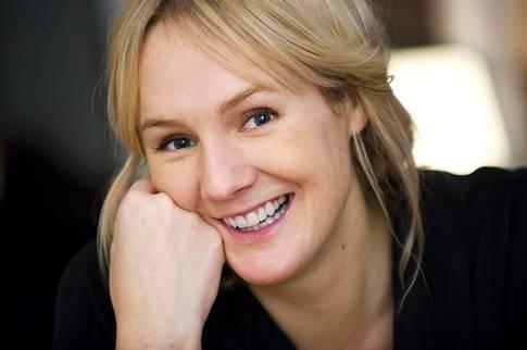 Lina Thomsgård, expert på feministisk rättvisa, befaller dig (man) som läser detta att sluta slåss, ge upp några av dina styrelseplatser och dela med dig av din påvehatt. Och drick inte så jävla mycket!