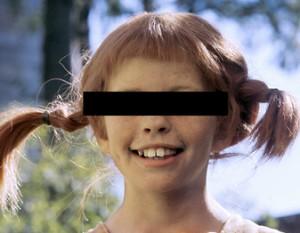 Pippi med svart ruta över ögonen