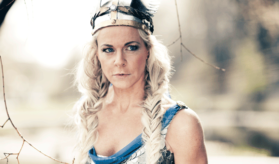 Malena Ernman som blond viking?