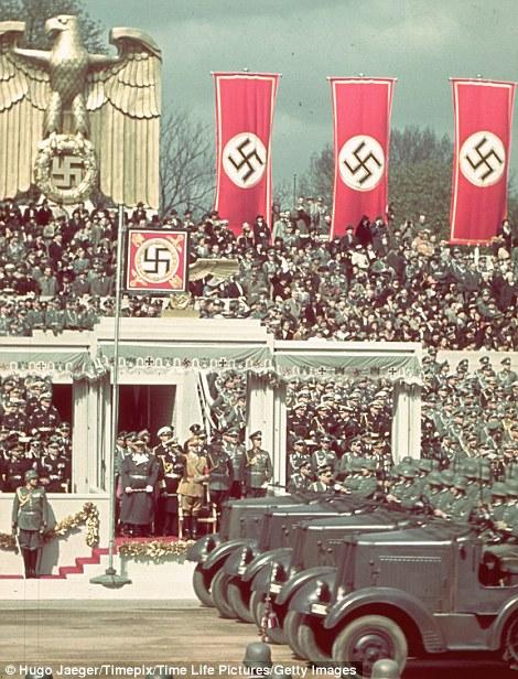 Nazism trippelbanner