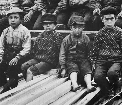 Barnarbetare tidigt 1900-tal Bildkälla, Nordiska museet.
