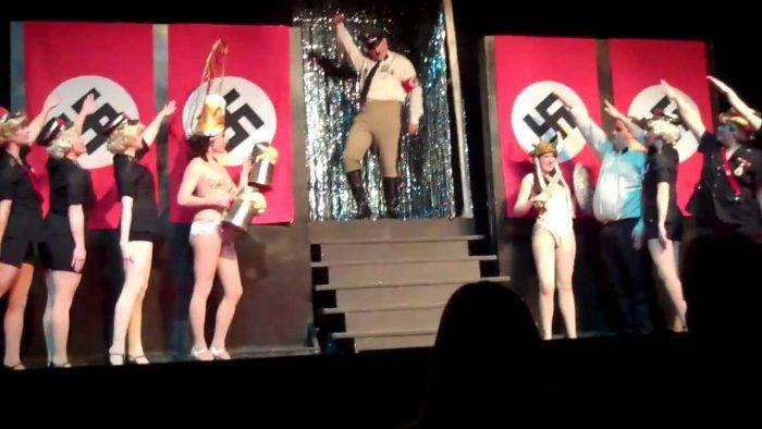 """Om du någonsin skrattar under filmen """"Det våras för Hitler""""  kan du inte bli politiker"""