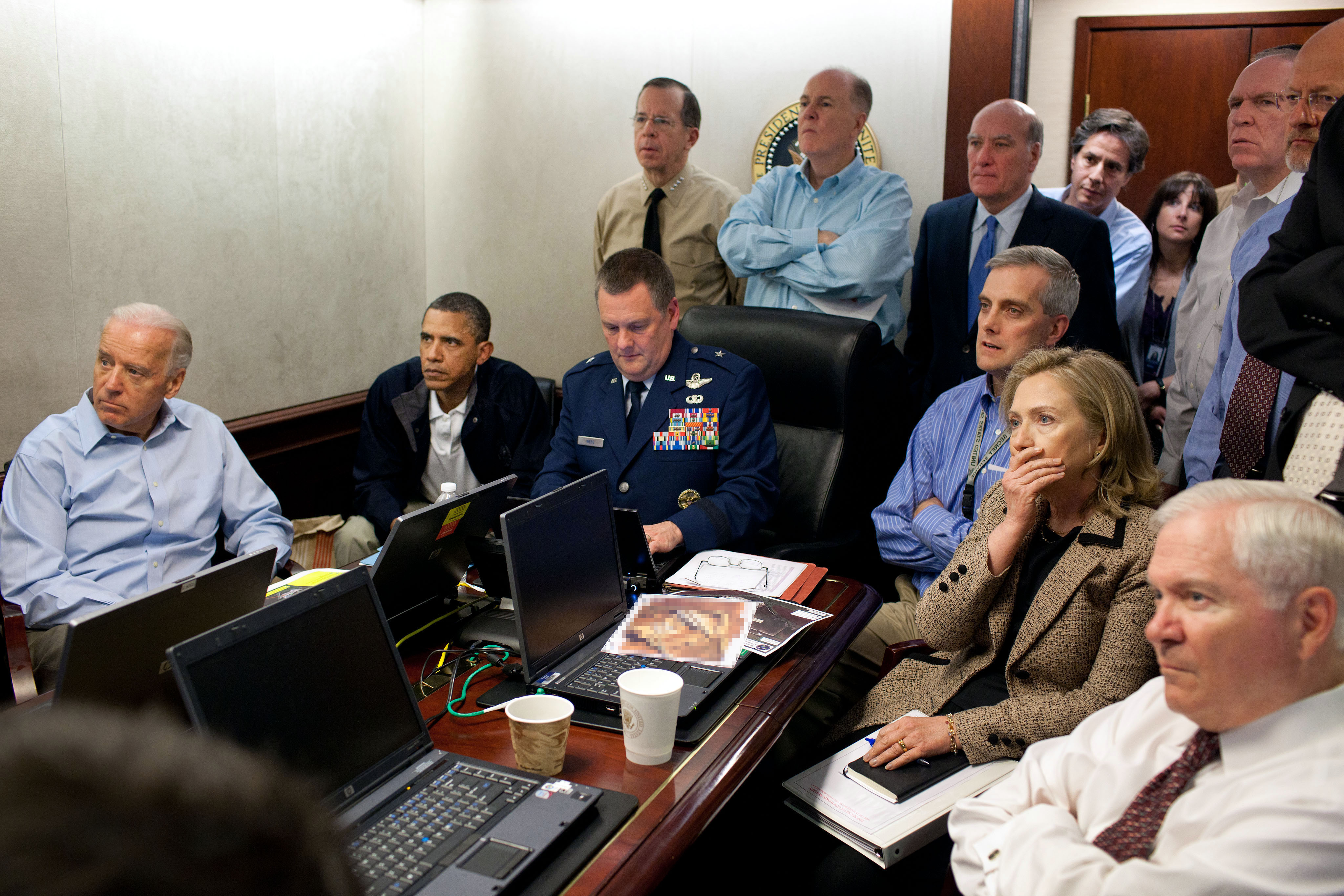Obama, Hillary Clinton m.fl. under raiden mot bin Laden